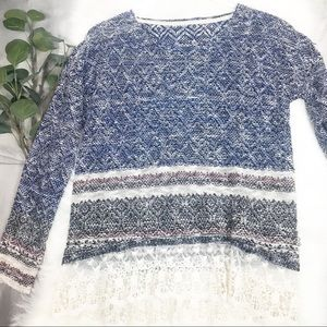 Lace detailed L/S sweater. Medium